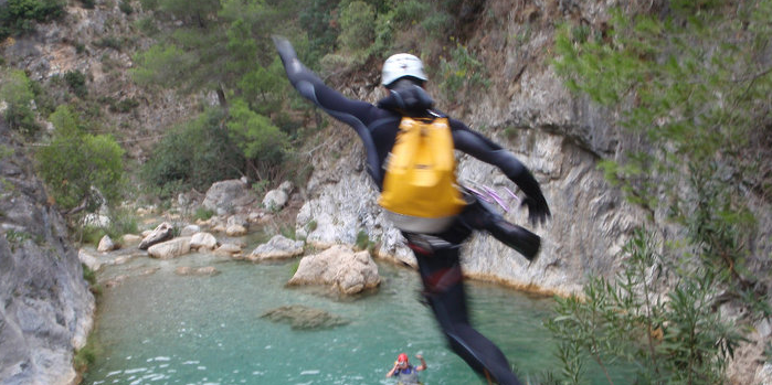 Saltando a una poza en Rio Verde