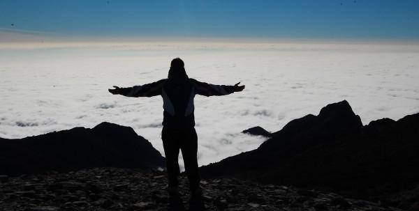 Sobre el mar de nubes en la cima del Navachica