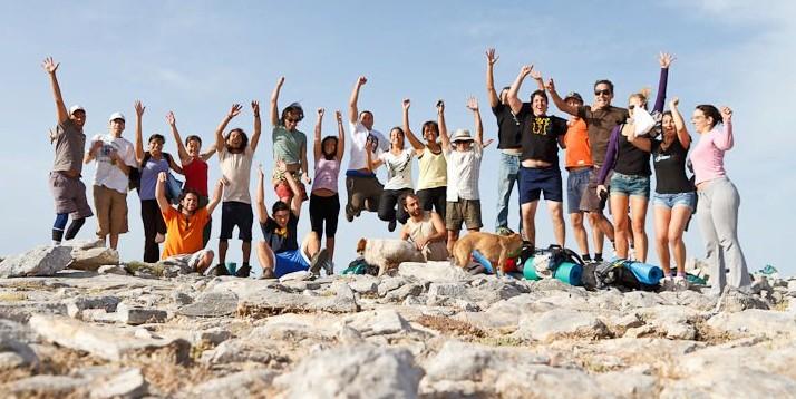 Numeroso grupo en la cima de La Maroma