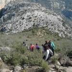 Numeroso grupo descendiendo desde el Pico del Convento